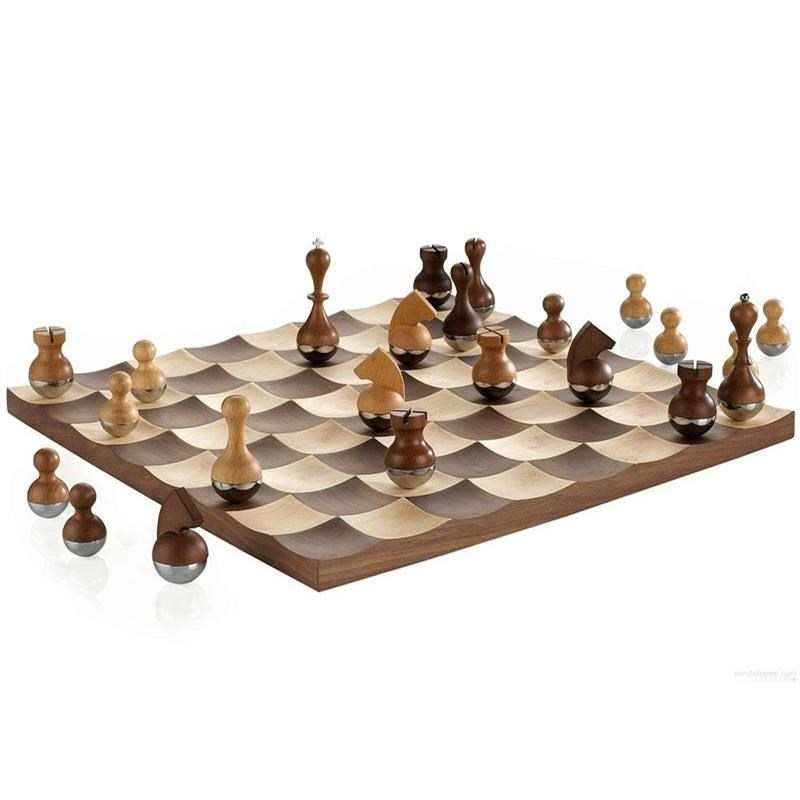 Šachy WOBBLE 38x38 cm, figurky se kývají_2
