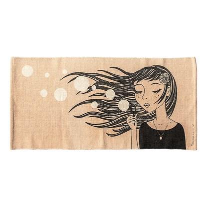 Bavlněný koberec s motivem dívky_0