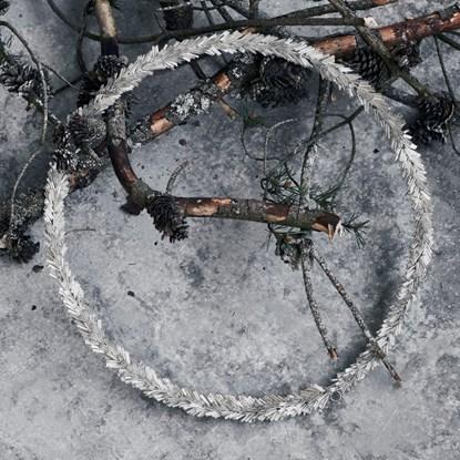 Věnec ze skleněných korálků CIRCLE P.36 cm stříbrný_1